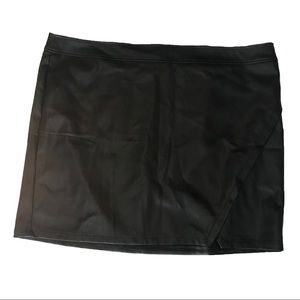 NWT Loft faux leather skirt; size 24